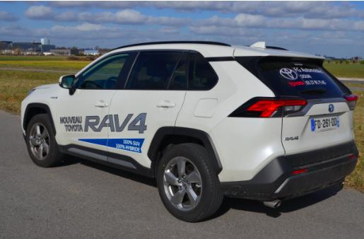 Toyota Rav4 : un SUV hybride bluffant